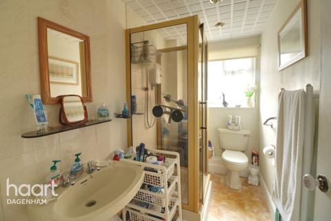 2 bedroom flat for sale - Roosevelt Way, Dagenham