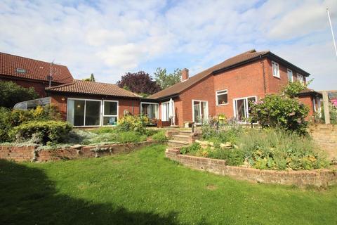 5 bedroom detached house to rent - Whetstone Close, Heelands