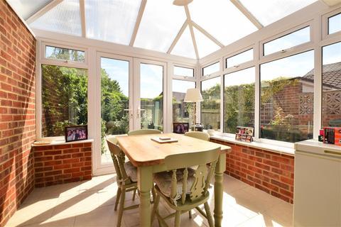 2 bedroom semi-detached bungalow for sale - Howells Close, West Kingsdown, Sevenoaks, Kent