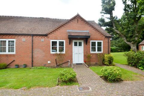 2 bedroom bungalow for sale - Michael Blanning Gardens, Dorridge, Solihull, West Midlands, B93