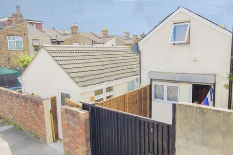Studio for sale - Dunedin Road, Ilford, ,, IG1 4LW
