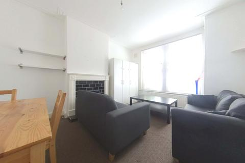 1 bedroom apartment to rent - Pevenslea Road, Tooting SW17