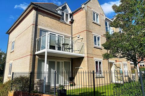 2 bedroom flat for sale - Churchill Gardens, Weymouth
