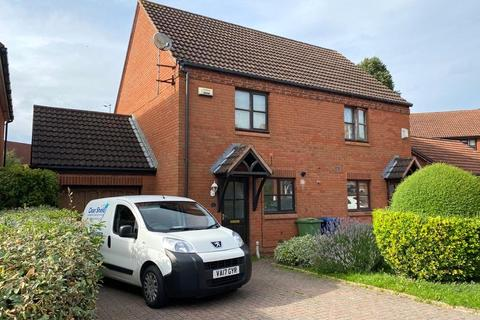2 bedroom semi-detached house to rent - James Way, Hucclecote, Gloucester, GL3
