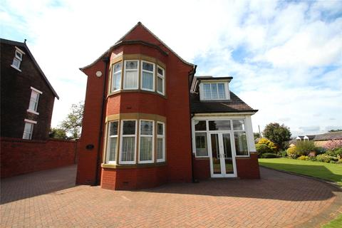 4 bedroom detached house to rent - Rochdale Road, Milnrow, Rochdale, Greater Manchester, OL16
