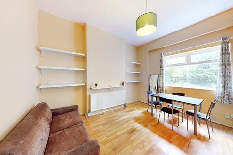 2 bedroom flat for sale - Queens Drive, London, N4
