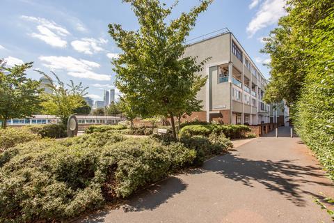 3 bedroom flat to rent - Cordelia Street, E14