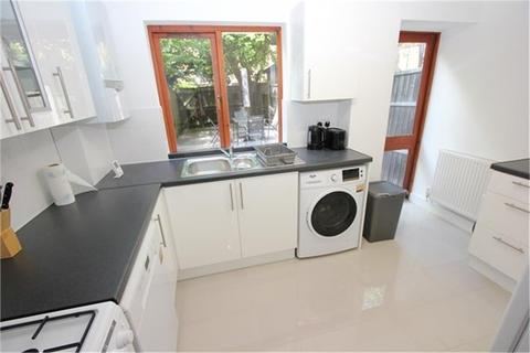 4 bedroom townhouse to rent - Roding Mews, St Katharine's and Wapping, London