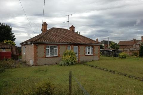2 bedroom detached bungalow for sale - Holt Road, Fakenham