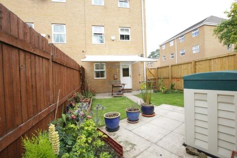 3 bedroom townhouse for sale - Alred Court, Bradford 4
