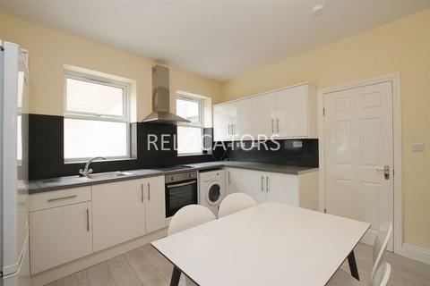 4 bedroom semi-detached house to rent - Mile End Place, Stepney