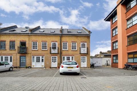Studio to rent - Bramshaw Road, Hackney E9
