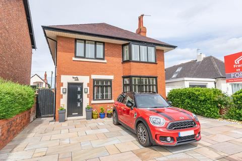 3 bedroom detached house for sale - Westby Road, Lytham St Annes, FY8