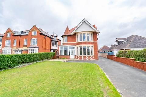 5 bedroom detached house for sale - Clifton Drive North, Lytham St Annes, FY8