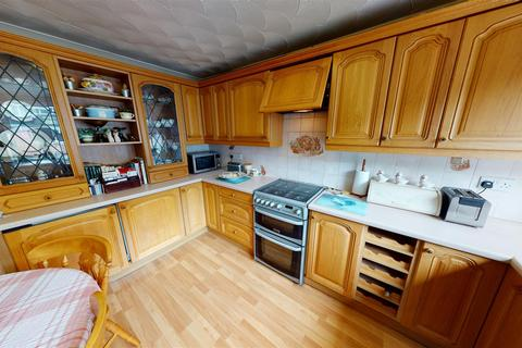 3 bedroom end of terrace house - Gainsborough Road, Penarth