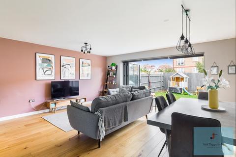 4 bedroom semi-detached house for sale - Silver Birch Close, Rowan Avenue , Hove, Hove , BN3