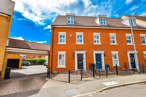 3 bedroom semi-detached house for sale - Baynard Avenue, Flitch Green, Dunmow