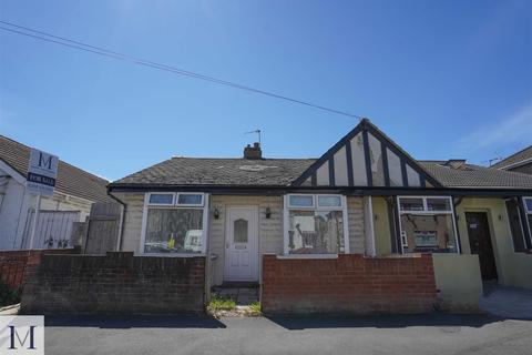 2 bedroom semi-detached bungalow for sale - Balfour Road, Southall