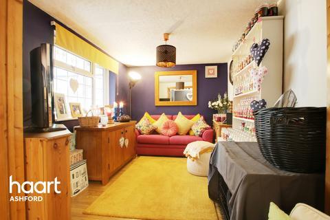 3 bedroom semi-detached house for sale - Juniper Close, Ashford