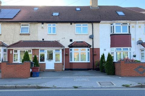 4 bedroom terraced house for sale - Vicarage Farm Road, Hounslow