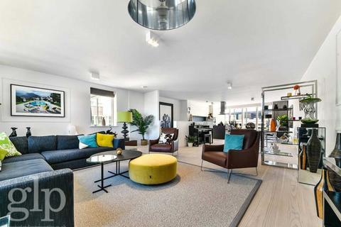 3 bedroom flat for sale - Marshall Street, Soho, W1