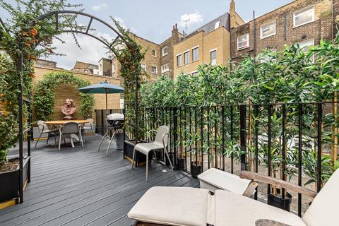 4 bedroom terraced house to rent - Hallam Mews, London, W1W