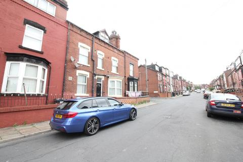 1 bedroom terraced house to rent - Bayswater Crescent, Leeds, West Yorkshire, LS8