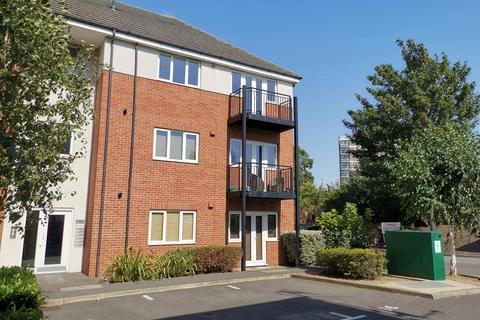 2 bedroom apartment for sale - Thomas Drive, Gidea Park, Essex, RM2