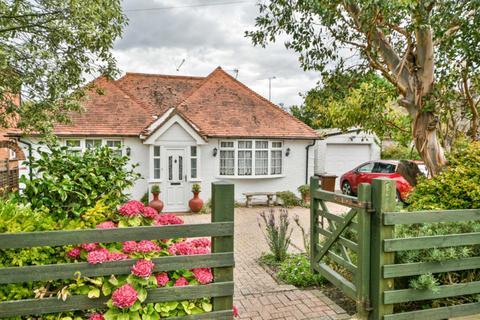 3 bedroom detached house for sale - Kings Drive, Eastbourne