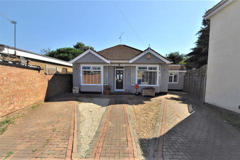 4 bedroom detached bungalow for sale - Orchard Avenue, Rainham, Essex, RM13