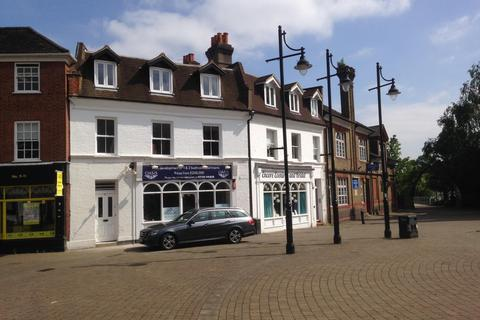 1 bedroom flat - High Street, Staines-Upon-Thames, TW18