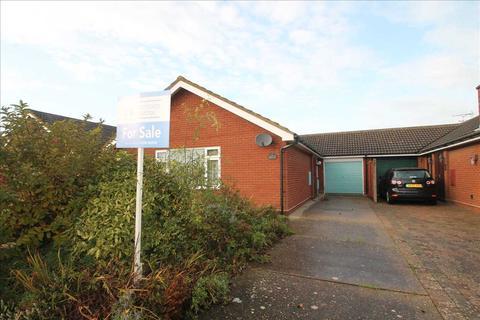 3 bedroom bungalow for sale - Upperfield Drive, Felixstowe, Suffolk, IP11