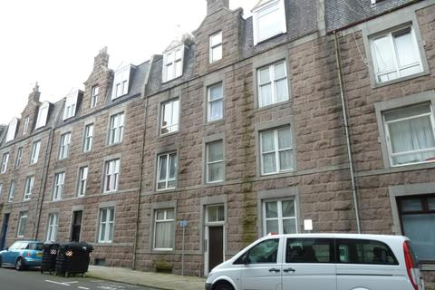 1 bedroom flat - Raeburn Place, Ground Floor Left,