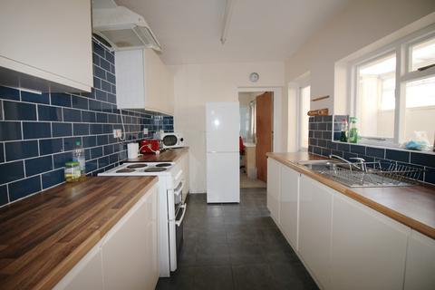 4 bedroom terraced house - Lawrence Road, Southsea