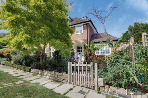 4 bedroom semi-detached house for sale - The Chine, Muswell Hill N10