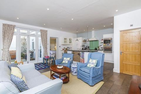 3 bedroom ground floor flat for sale - Valetta Road W3