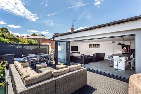 5 bedroom detached bungalow for sale - Parkhurst Road, Horley, Surrey, RH6