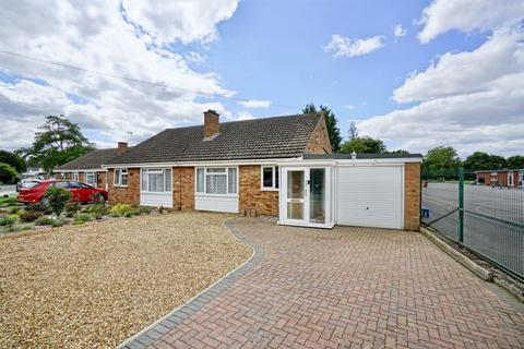 2 bedroom semi-detached bungalow for sale - Gordon Road, Little Paxton, St. Neots.
