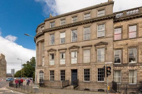 3 bedroom flat to rent - Leopold Place, City Centre, Edinburgh