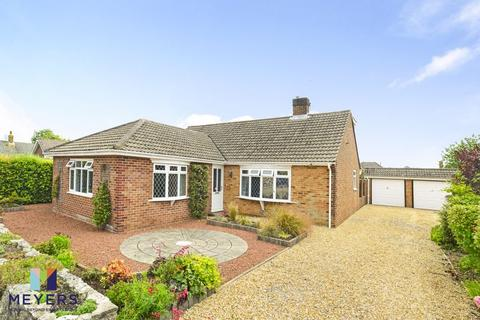 4 bedroom bungalow for sale - Highfield Close, Corfe Mullen, Wimborne BH21