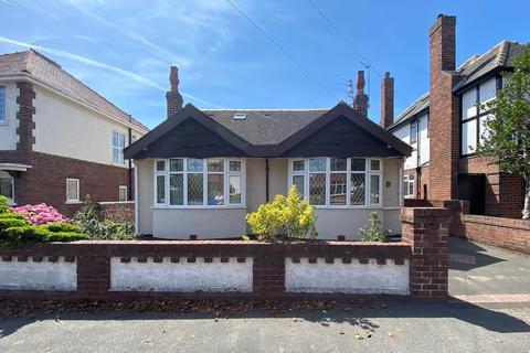4 bedroom detached bungalow for sale - Chatsworth Road, Lytham St Annes, FY8