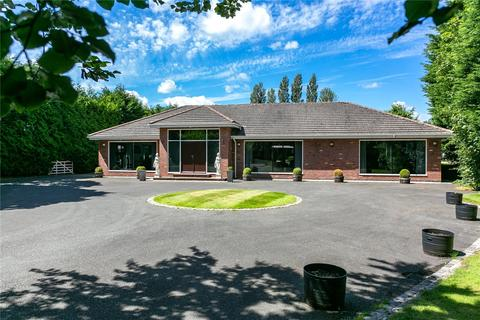 3 bedroom detached bungalow for sale - Ashley Road, Mere, Knutsford, Cheshire, WA16