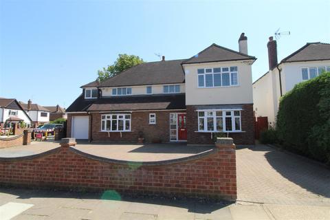 4 bedroom detached house for sale - Nelmes Crescent, Emerson Park
