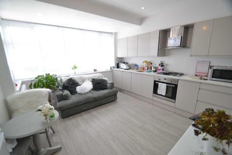 1 bedroom apartment to rent - Riverview Road, Epsom, KT19 0LF