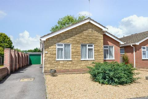 2 bedroom bungalow for sale - Teasel Way, West Moors, Ferndown, Dorset, BH22