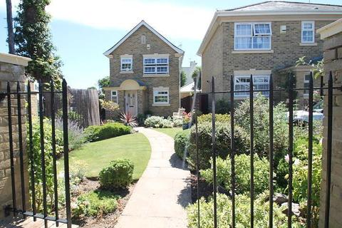 3 bedroom detached house for sale - Lammas Close, Staines-Upon-Thames, TW18
