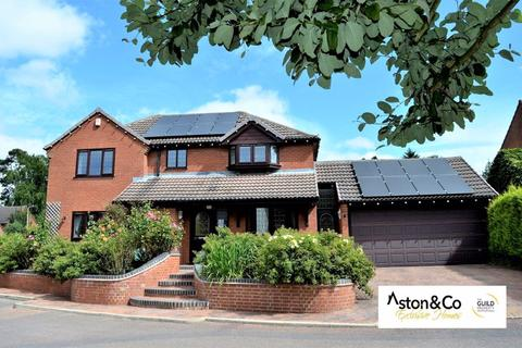 4 bedroom detached house for sale - Carisbrooke Gardens, South Knighton, Leicester