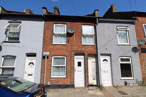 2 bedroom terraced house for sale - CHAIN FREE in North Street, Luton
