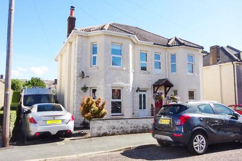3 bedroom house for sale - Stunning Family Home. Capstone Road, Bournemouth, Dorset, BH8