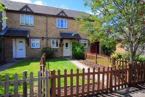 2 bedroom terraced house for sale - Lark Vale, Aylesbury
